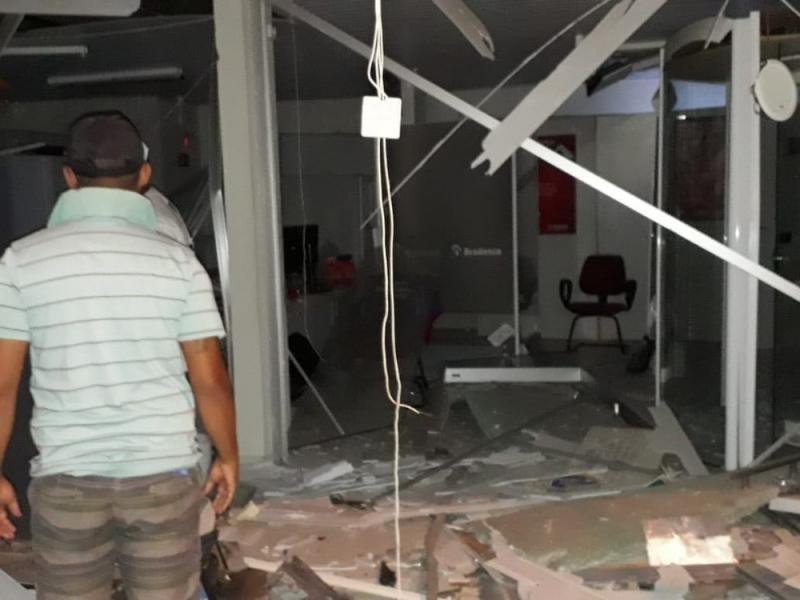 Criminosos explodem caixas eletrônicos do BB e Bradesco no Piauí