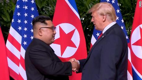 Trump e Kim assinam acordo pelo fim das armas nucleares na Coreia do Norte