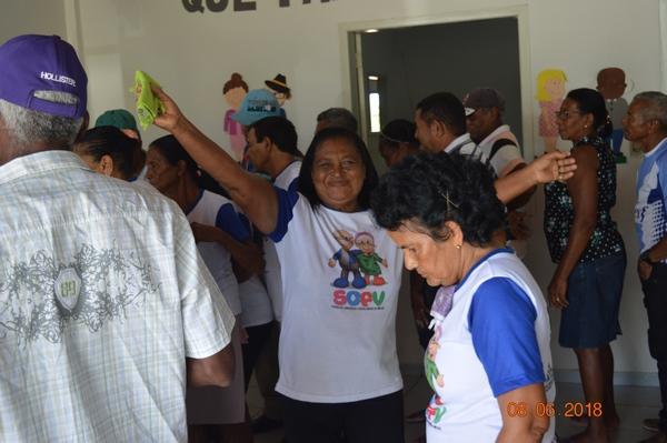 idosos se divertem com atividades no CCI do Bairro Coqueiro
