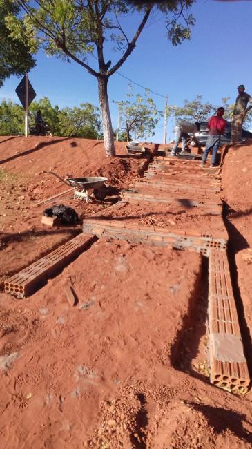 Construções de escadarias em São Gonçalo do Gurgueia